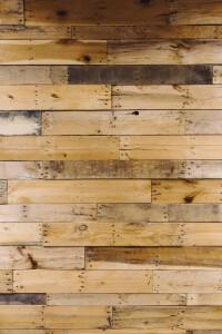 דק עץ במקום רצפת הבית